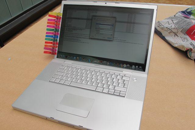 Fixed Apple MacBook screen