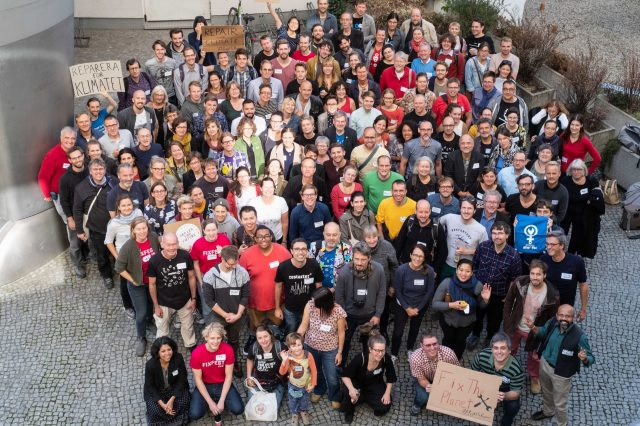 A group of around 200 people who came to Fixfest Berlin